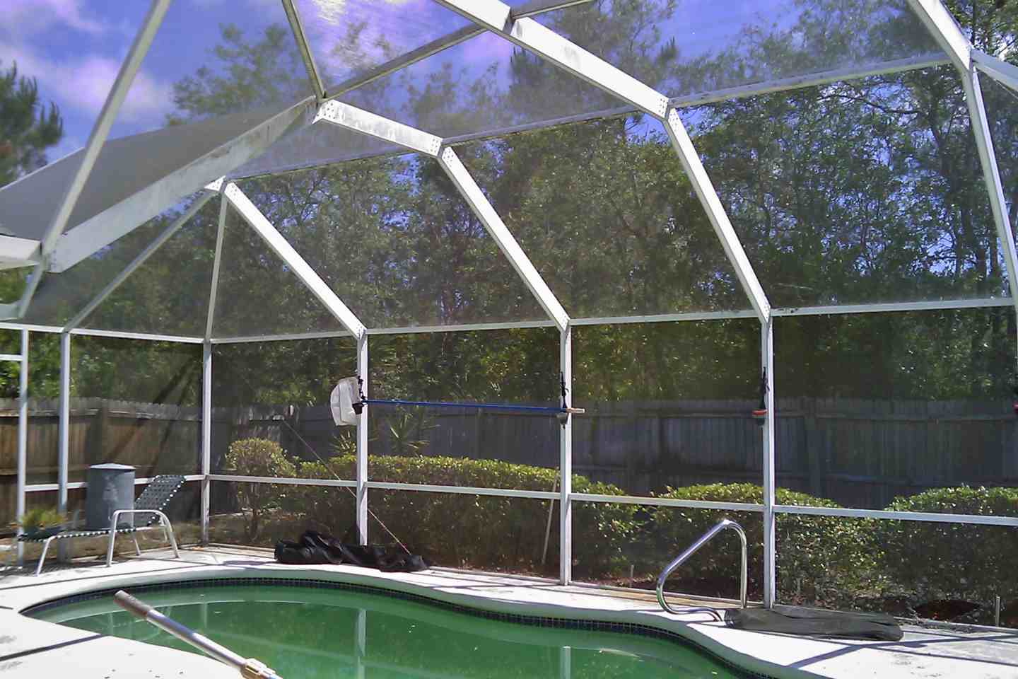 05-before-pool-enclosure-complete-re-screen.jpg