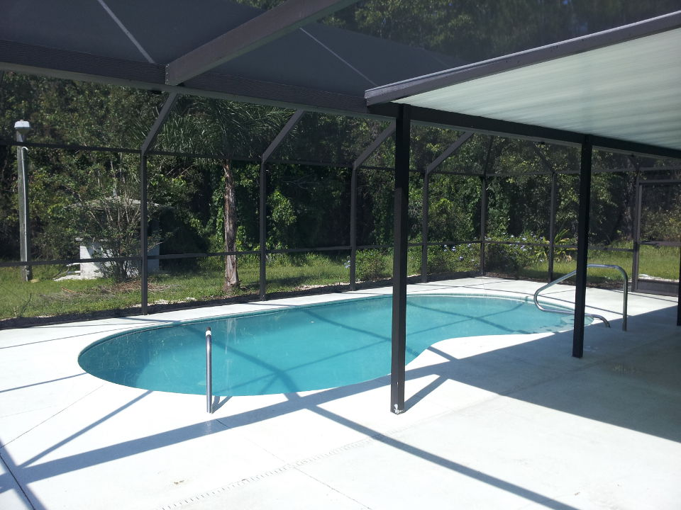 04-after-pool-enclosure-complete-re-screen.jpg