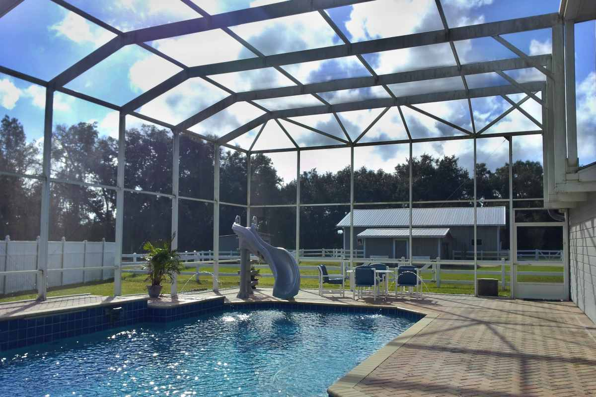 03-before-pressure-wash-pool-enclosure.jpg