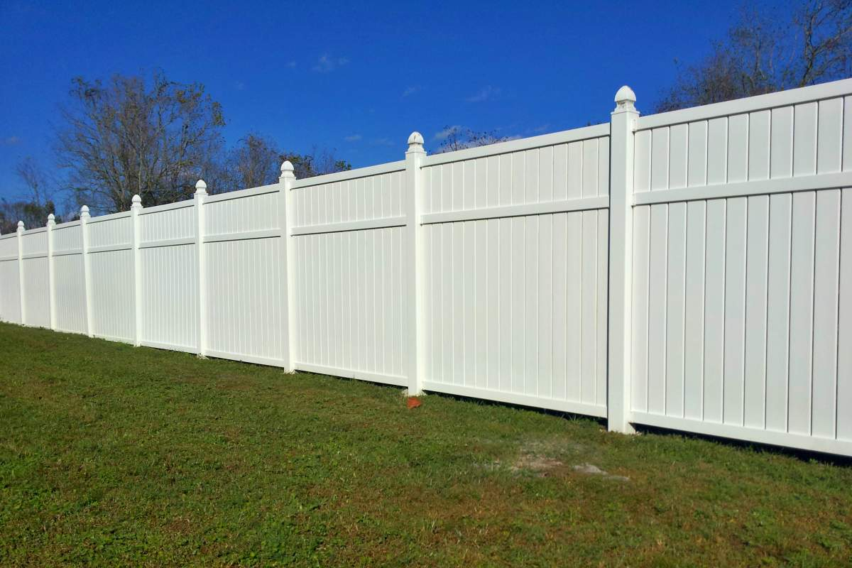 12-after-pressure-wash-vinyl-fence.jpg