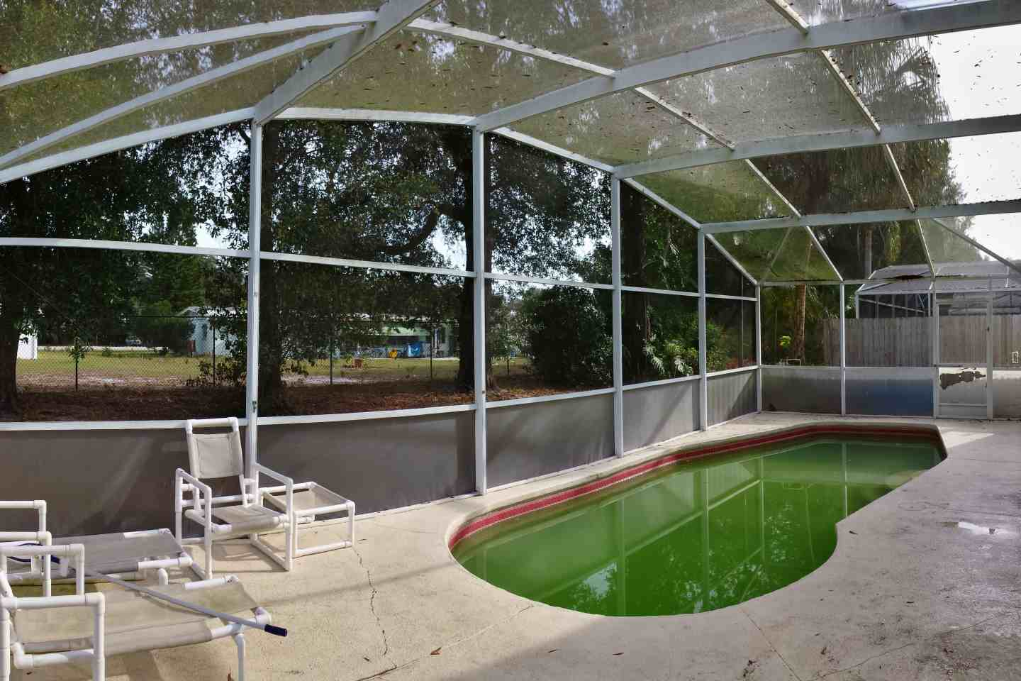 03-pool-enclosure-florida-glass-before-re-screen.jpg