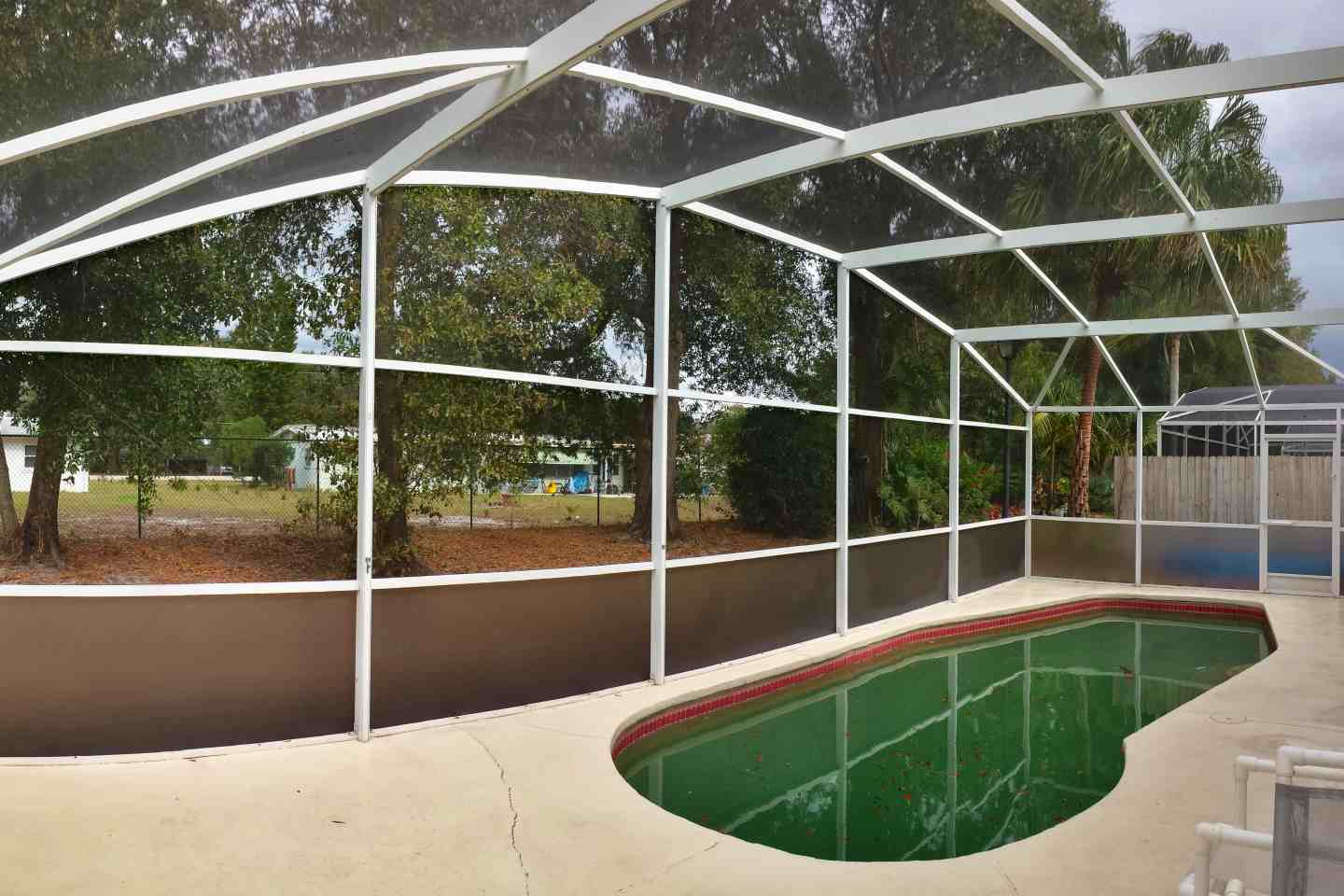 04-pool-enclosure-florida-glass-after-re-screen.jpg