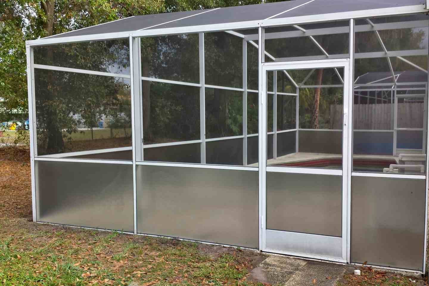 09-pool-enclosure-florida-glass-after-re-screen.jpg