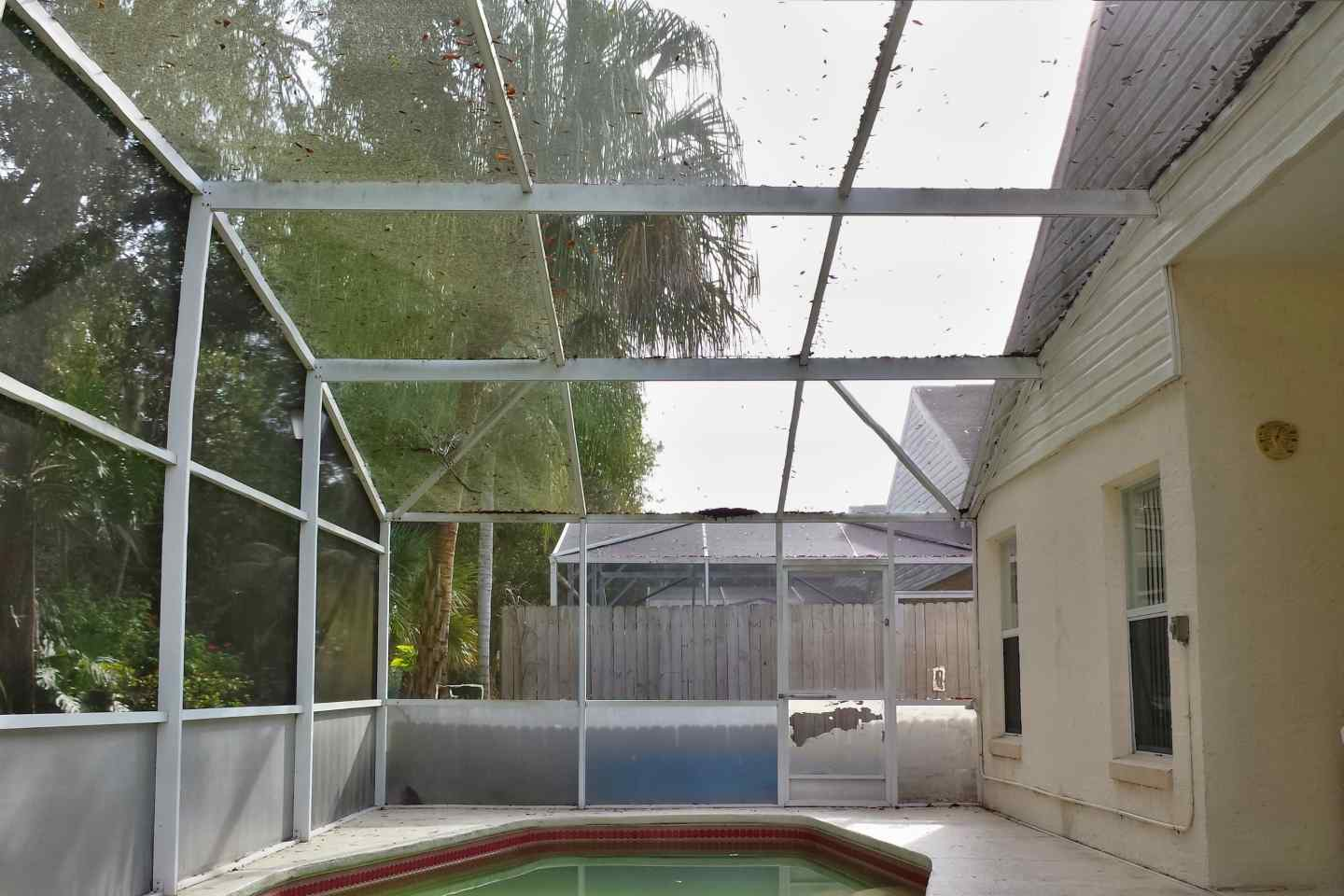 10-pool-enclosure-florida-glass-before-re-screen.jpg