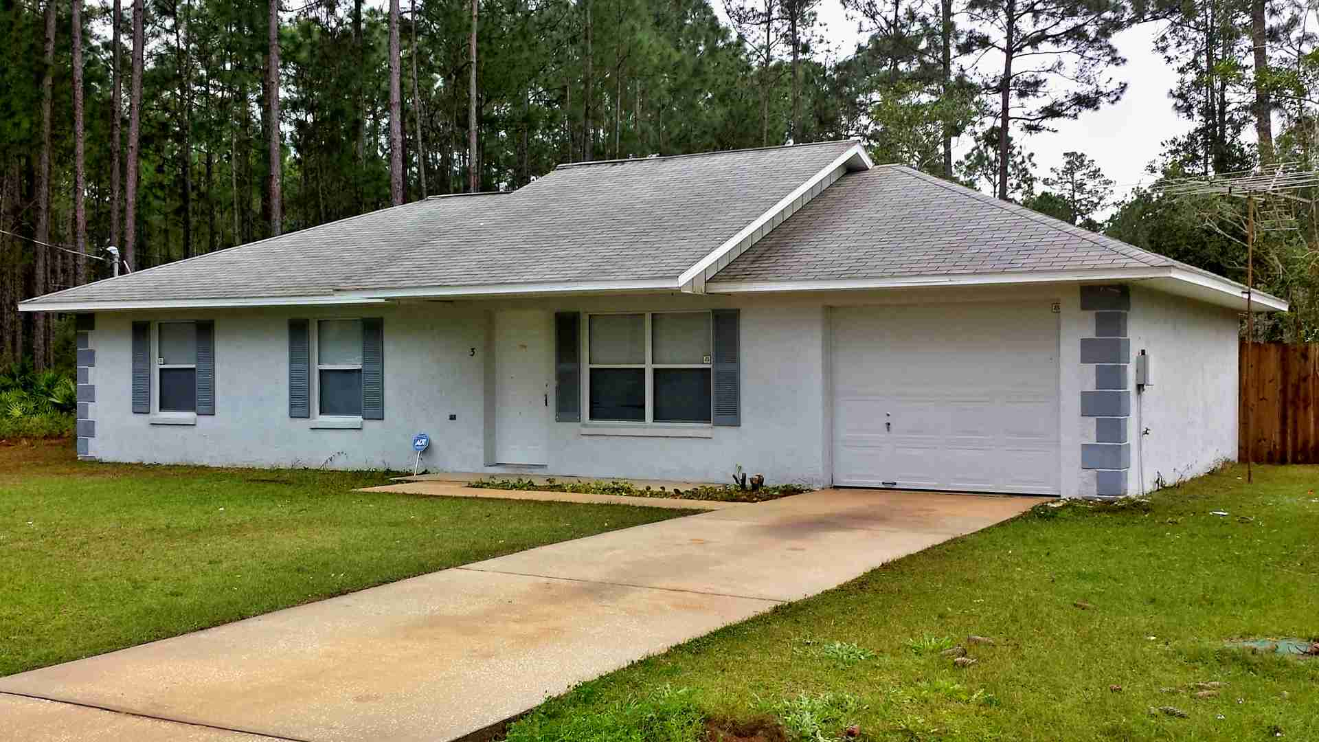 Reid Pl, Palm Coast. Pressure Clean House & Fence