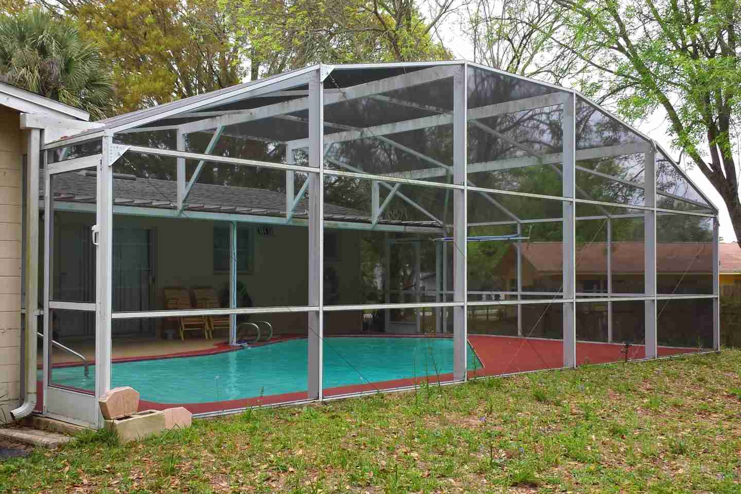 01-before-pressure-clean-pool-enclosure.jpg