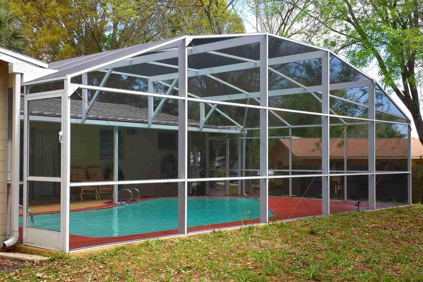 02-after-pressure-clean-pool-enclosure.jpg
