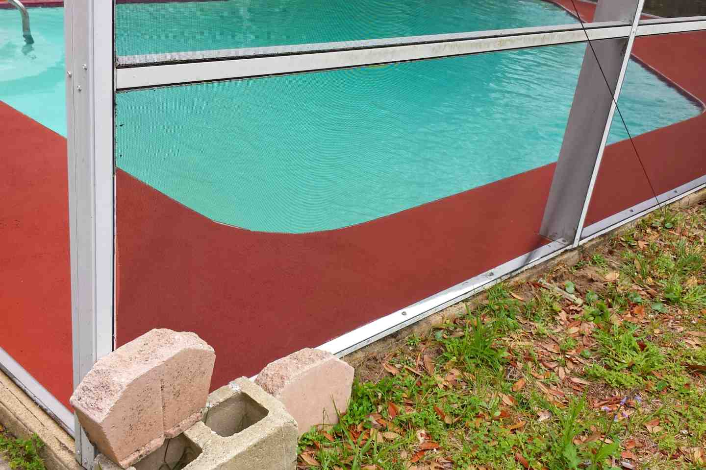 07-before-pool-screen-repair.jpg