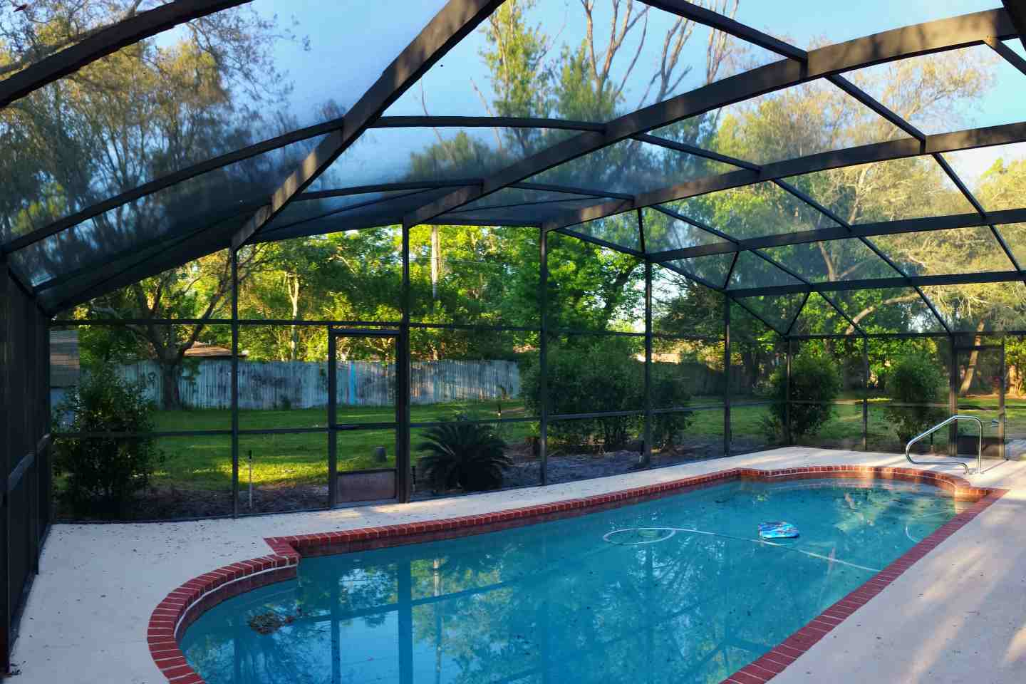 I do that screen repair flaming arrow ct casselberry for Pool privacy screen